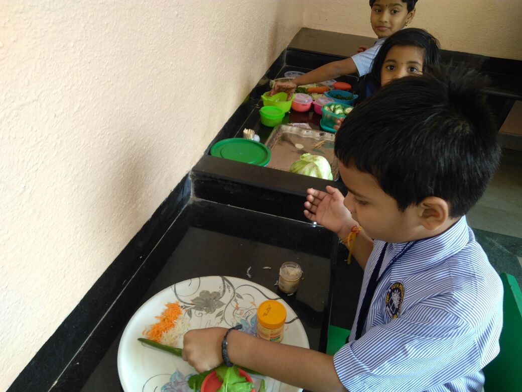 Salad decoration competition in school